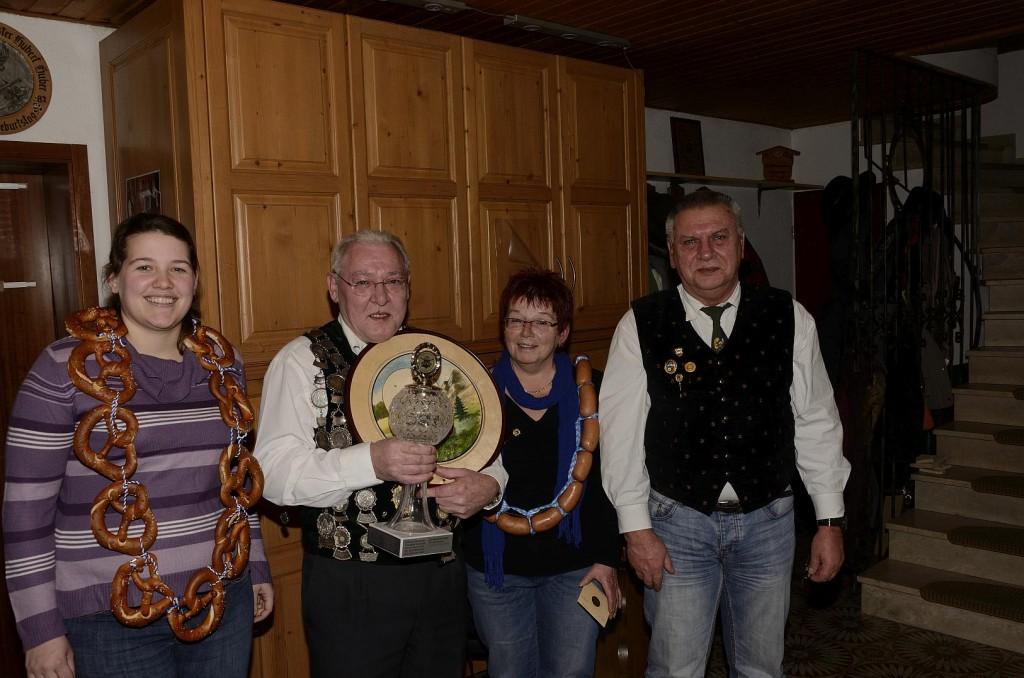 v. li. Martina Bucher, Josef Hutzler, Christa Lustinger, Schützenmeister Georg Hutzler