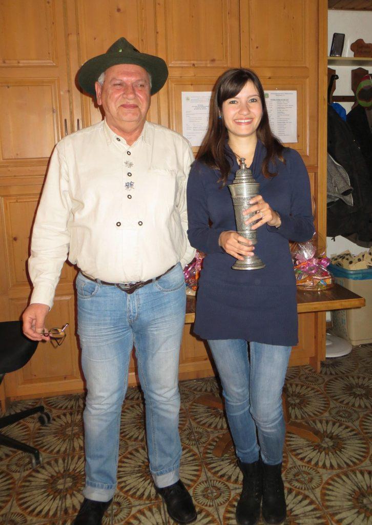 Julia Frieß mit dem Wanner-Pokal